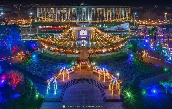 В столице установят новогоднюю елку и украсят парки