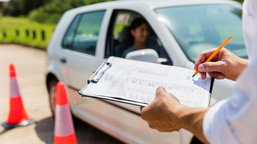 Получение водительских прав мошенническим путем стоит от 700 до 1200 евро